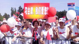 kineskinja pozdravlja svog predsednika
